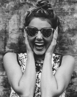 laugh single woman BW 700x1000